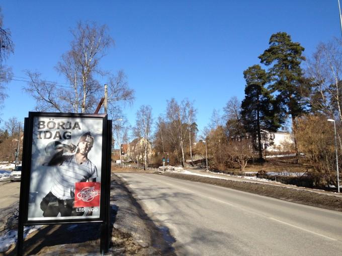 GUSO Närmedia reklamskylt Lidingö Centrum Annonsör: Friskis Lidingö