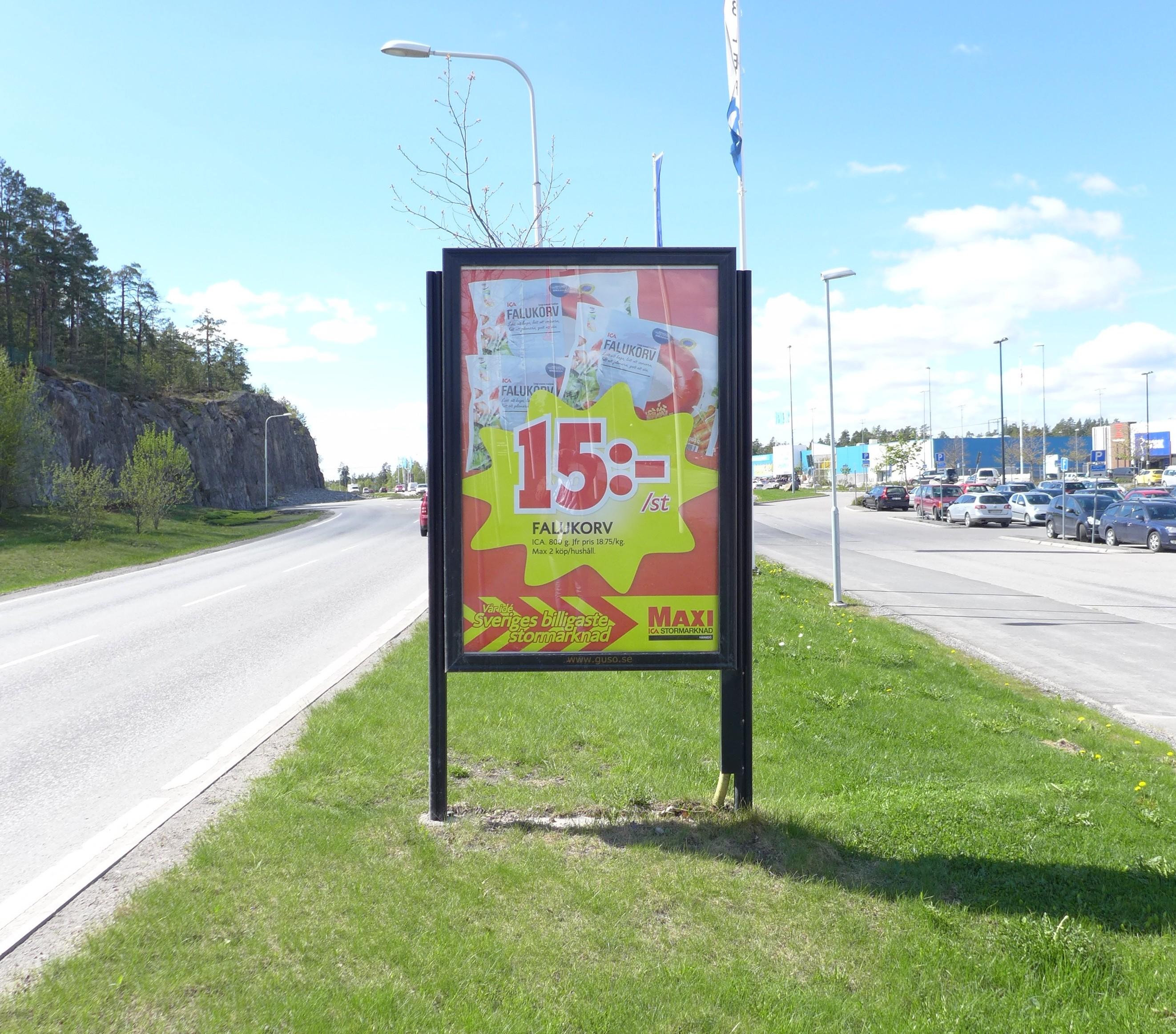 ICA Maxi Värmdö - GUSO reklamskylt utanför Värmdö Marknad