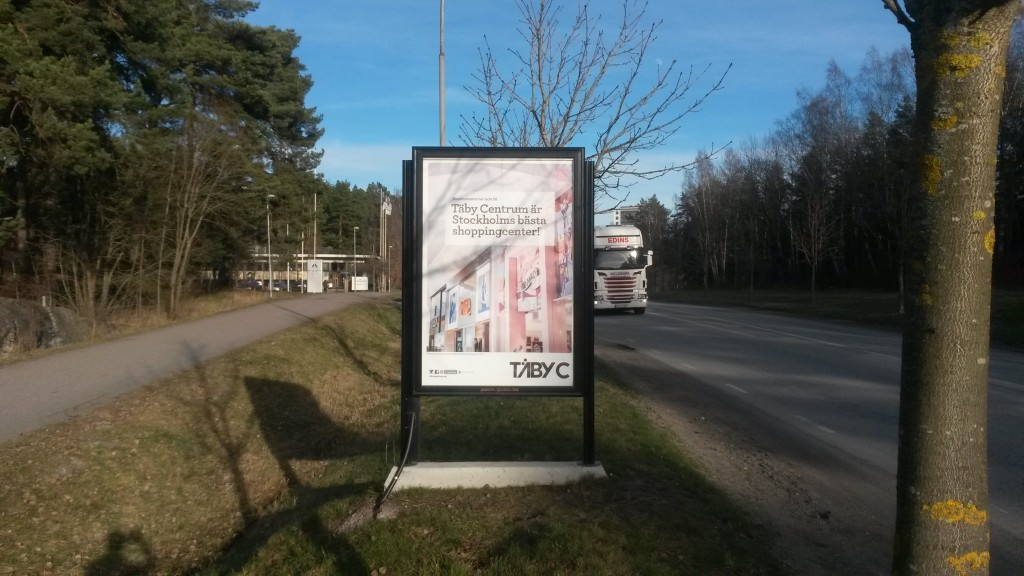 Guso reklamskylt Centralvägen mellan Täby Centrum och Näsby Park Annonsör Täby Centrum