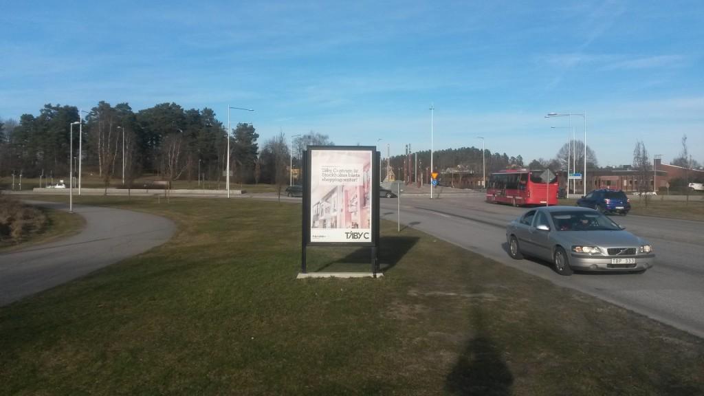 Guso reklamskylt Marknadsvägen infart mot Täby Centrum från E18. Annonsör Täby Centrum