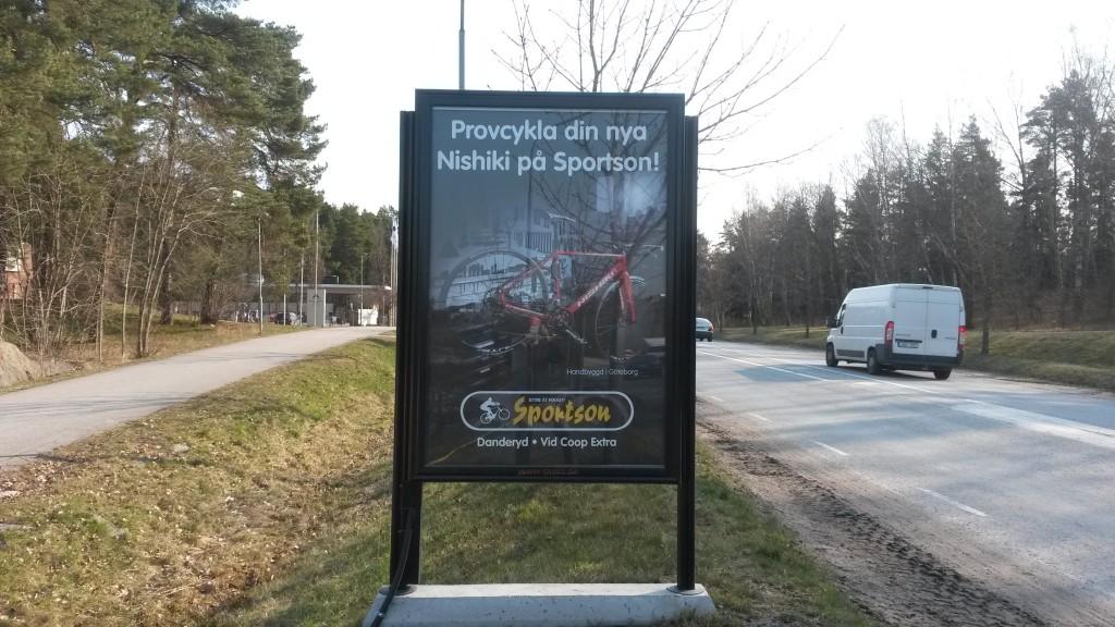 Centralsvägen Täby reklamskylt GUSO annonsör Sportson Enebyängen