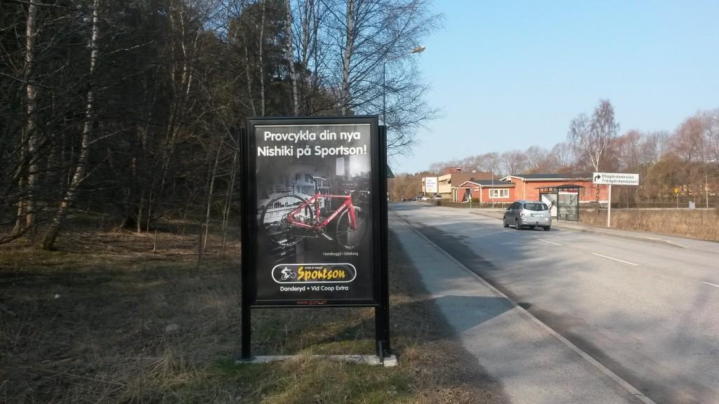Enhagsvägenvägen Täby reklamskylt GUSO annonsör Sportson Enebyängen