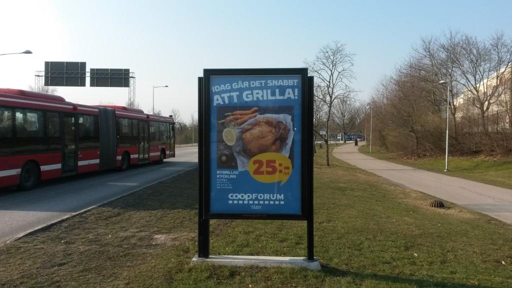 Marknadsvägen Täby GUSO reklamskylt annonsör Coop Forum Arninge