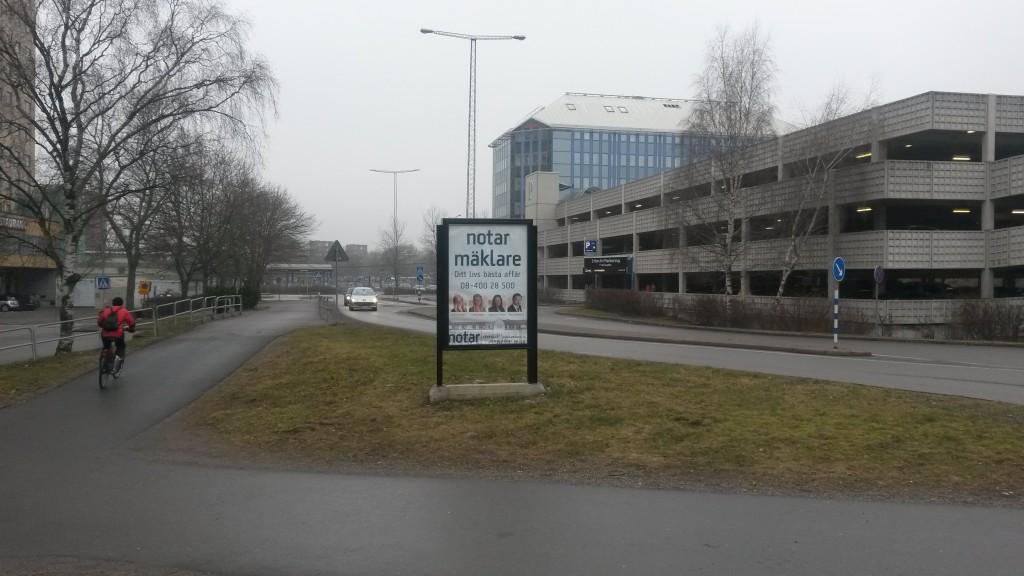 Notar Järfälla GUSO reklamskylt infarten Jakobsbergs Centrum