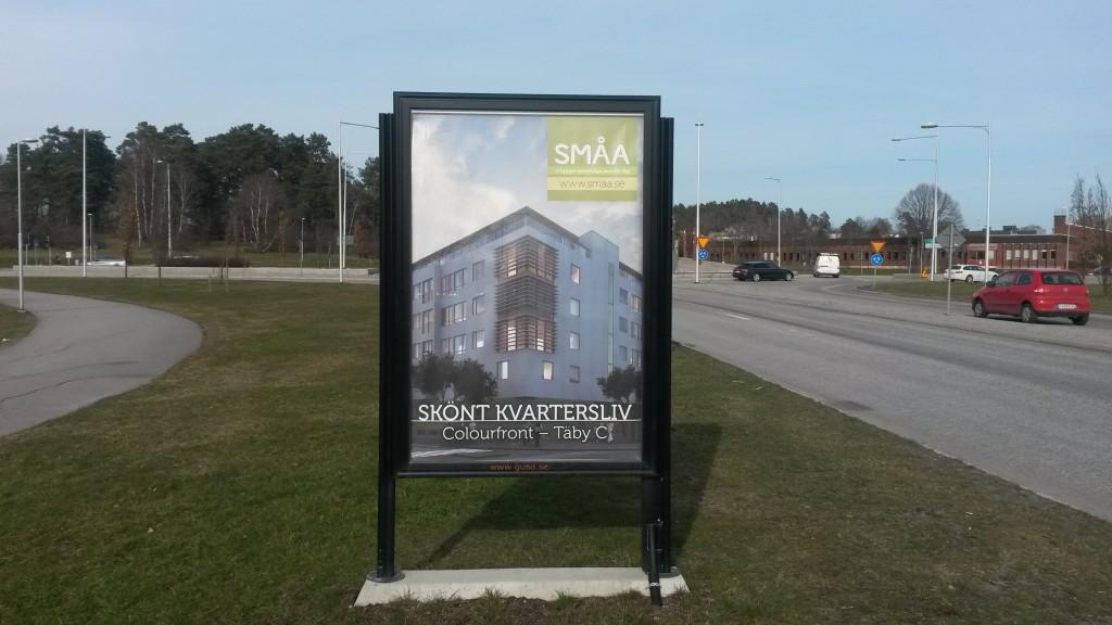Guso reklamskylt Marknadsvägen infart Täby Centrum annonsör SMÅA