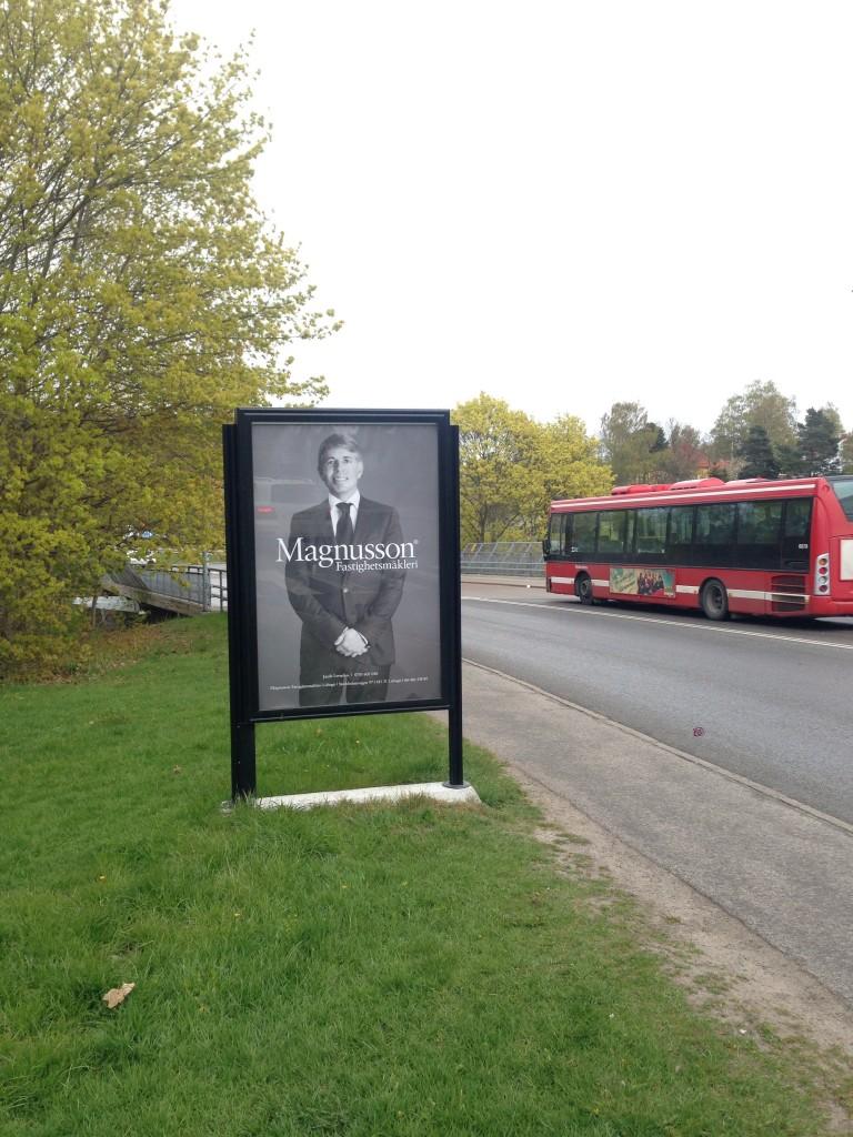 Bra mäklare Magnusson Mäkleri Lidingö GUSO reklamskylt Bodalsvägen