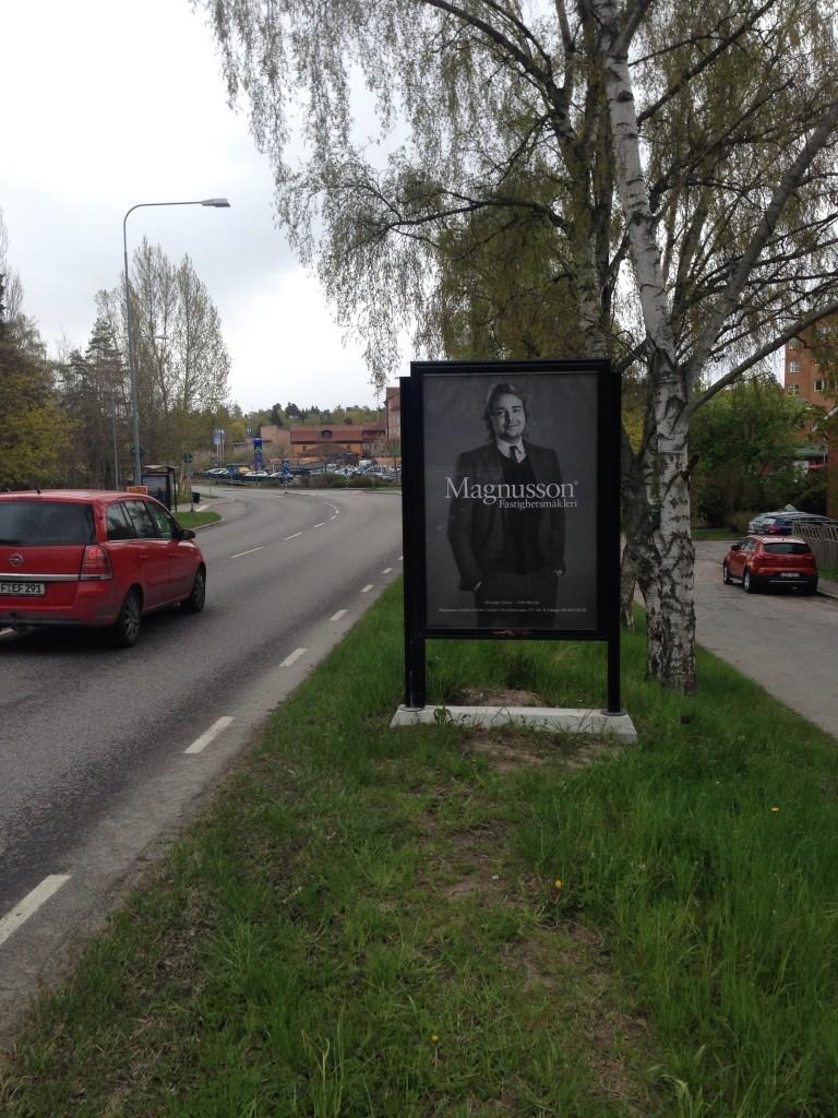 Bra mäklare Lidingö Magnusson Lejonvägen mot Lidingö Centrum GUSO reklamskylt