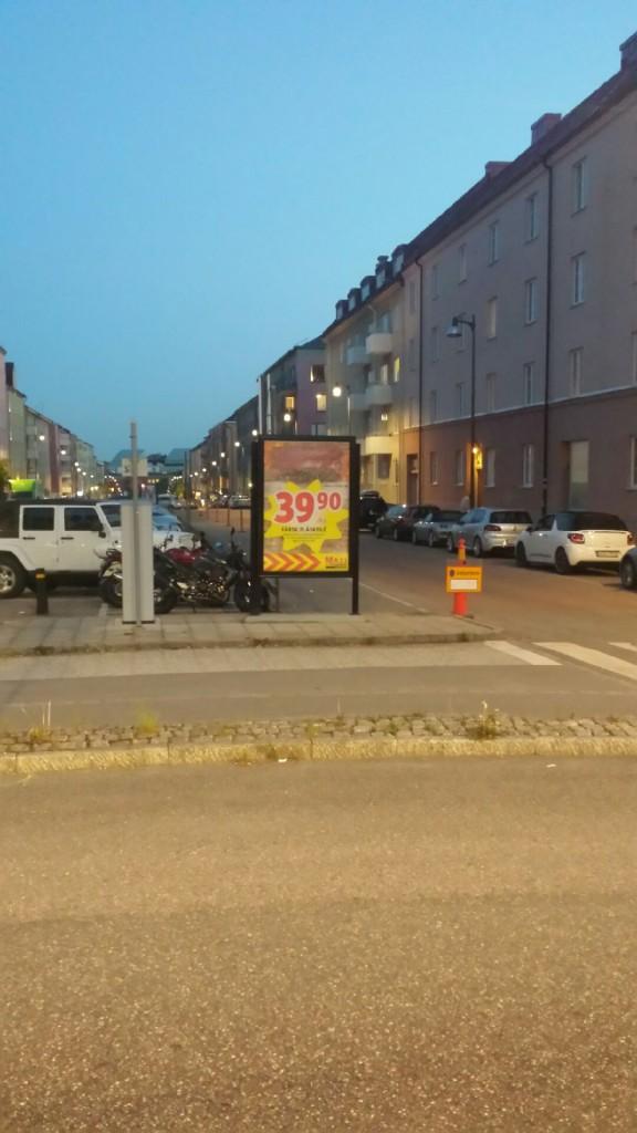 Reklamskylt adshel Fredsgatan Tulegatan Sundbyberg GUSO Närmedia annonsör ICA MAXI