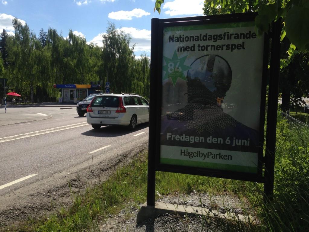 GUSO reklamskylt Tullinge Torg annonsör Hågelbyparken