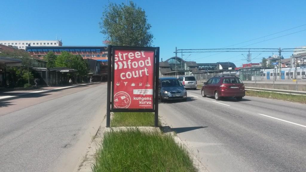 Kungens Kurva Shoppingcenter reklamkampanj hos GUSO tumba centrum busshållplats