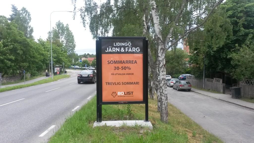 Lidingö Järnaffär Järn annonserar på GUSO reklamtavlor på Lejonvägen