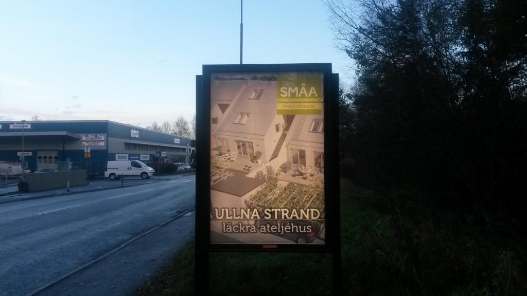 Småa ateljehus Ullna strand Täby -  GUSO Närmedia adshels Enhagsvägen