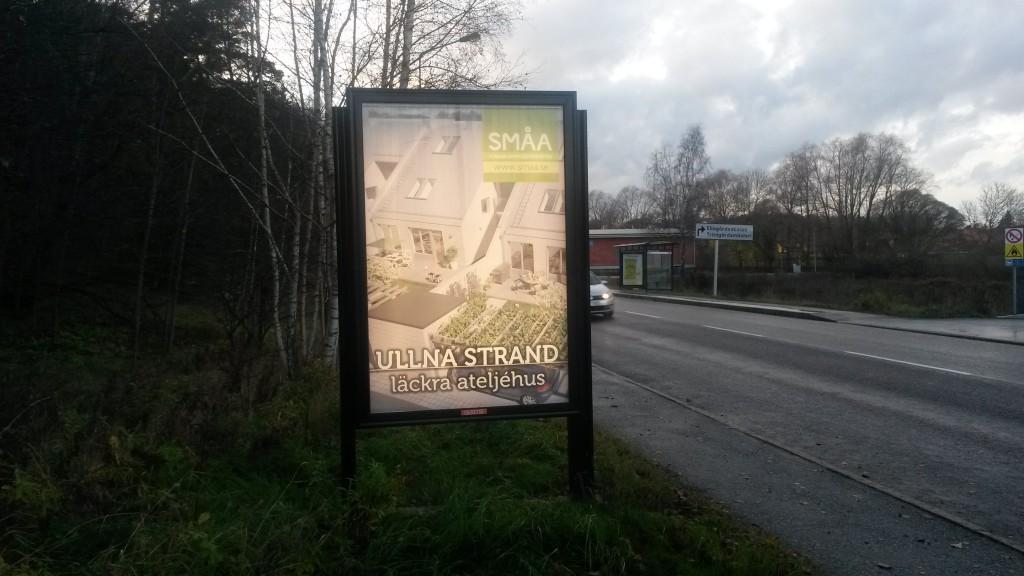 Småa ateljehus Ullna strand Täby -  GUSO Närmedia reklamskylt